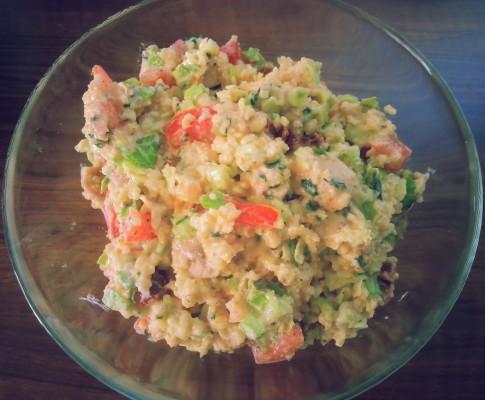 Sałatka z kurczakiem, pomidorami i kaszą jaglaną