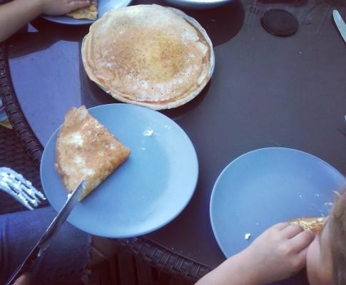 Naleśniki na maślance z białym serem