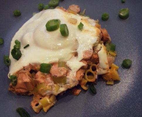 Zapiekanka z makaronem i jajkiem sadzonym